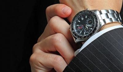 7a6bfa3f1 لماذا نرتدي الساعة في اليد اليسرى؟.. اليمنى تجيب   متفرقات   الأولى ...